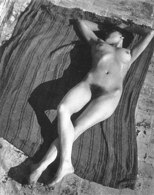 Legendarias fueron sus fotografías en la azotea de su casa, las que impactaron a la mojigata sociedad mexicana de entonces.