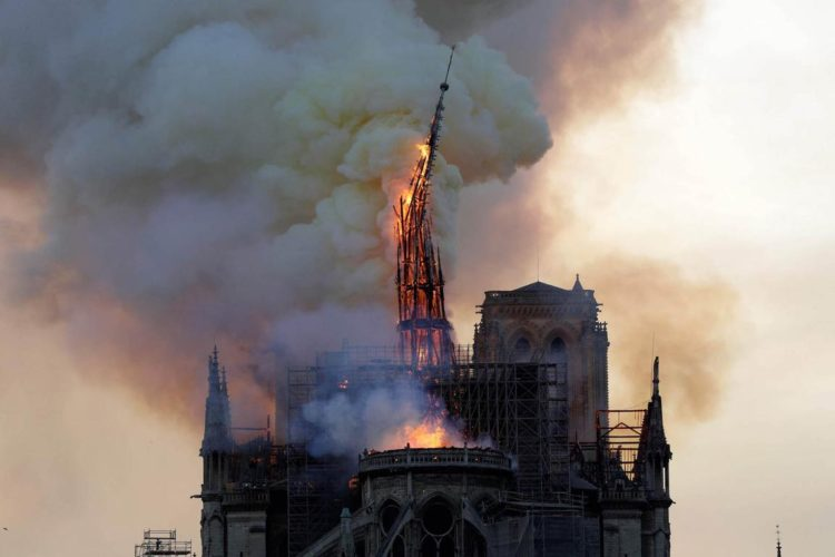 Notre Dame. Incendio.