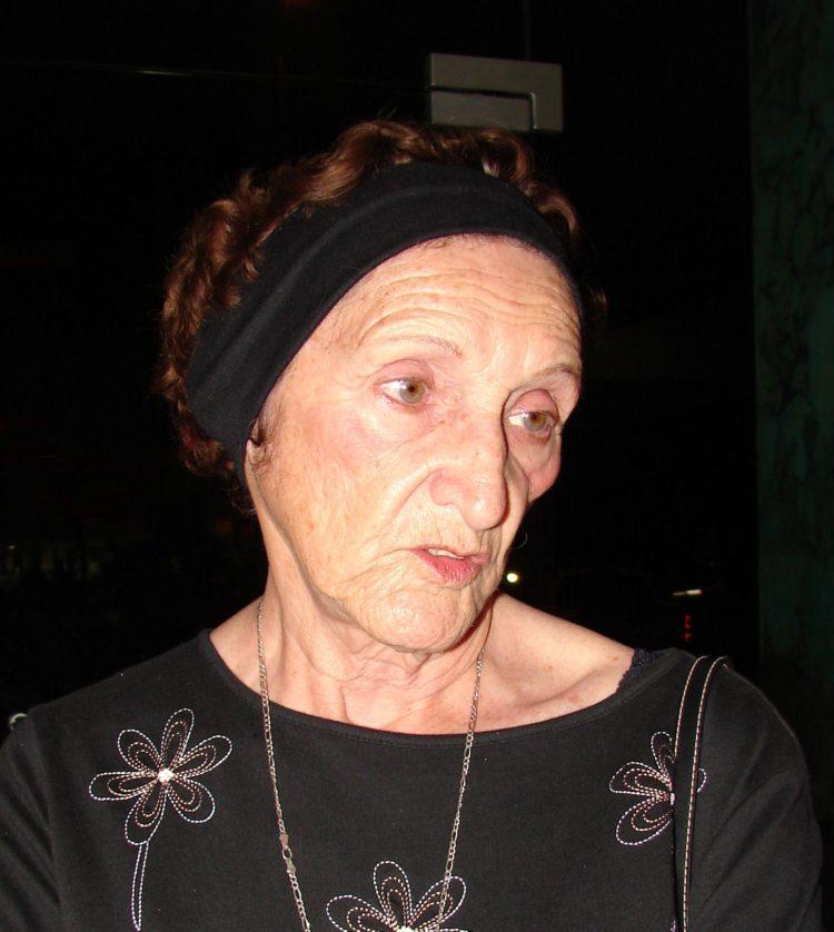 Doña María Elena Rendón Ferráez.