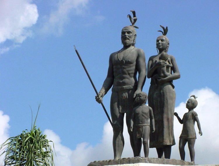 """""""Cuna del Mestizaje"""", monumento que se encuentra en la entrada de la ciudad de Chetumal. Carlos Cardín quiso hacer algo similar en Cancún un año antes de la obra de la capital del estado."""