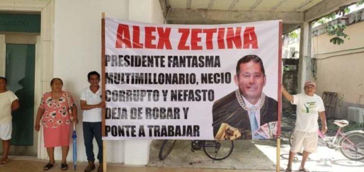 En Bacalar señalan al alcalde Alexander Zetina de ser un traidor a los intereses del colectivo ciudadano y buscar un beneficio personal con la reserva territorial considerada dentro del proyecto del Tren Maya