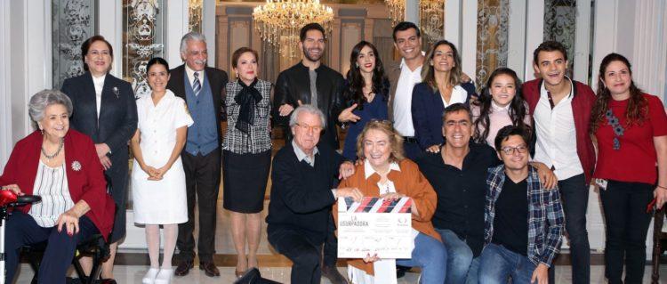 En días pasados se hizo la presentación a prensa del elenco completo de la nueva telenovela producida esta vez por Carmen Armendáriz.