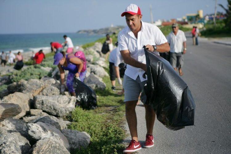 En Isla Mujeres, el edil Juan Carrillo impulsa la atención al cuidado de las playas y el control regulado de las visitas en la zona natural protegida