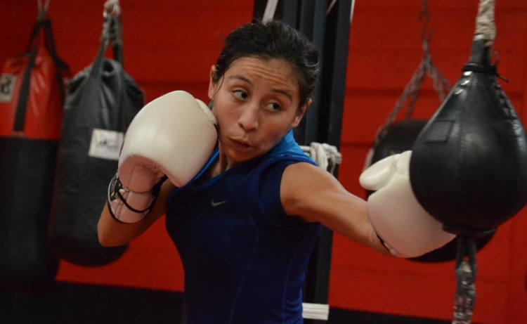 Yesenia Niña Gomez. La boxeadora cancunense ha entrenado muy fuerte para ser monarca universal.