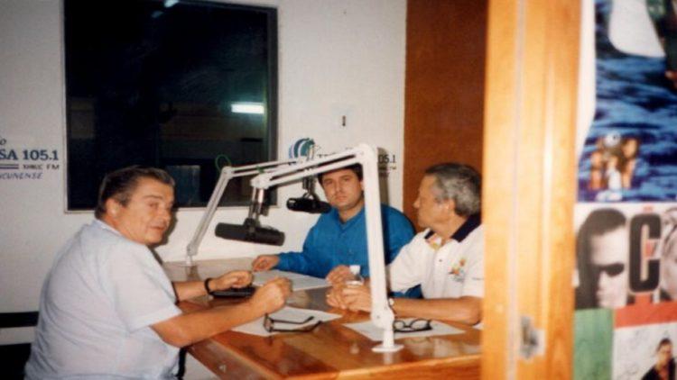 Radio Turquesa salió al aire el 22 de noviembre de 1989, con su Director General al frente de los micrófonos.