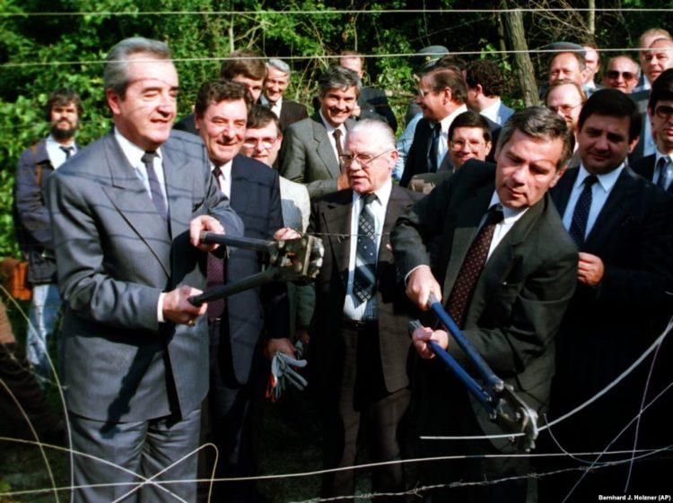 La caída del muro tuvo su origen en la apertura de las fronteras entre Austria y Hungría en mayo de 1989.
