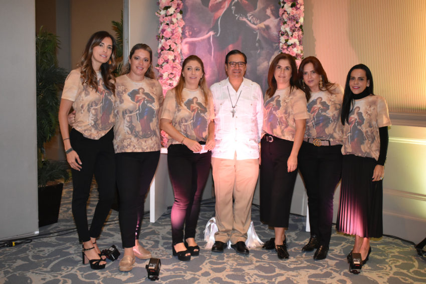 Liz Plaza, Jenny Sánchez, Mónica Pérez, Padre Luis Pablo Garza, Gaby Castro, Claudia Navarro y Paloma Torres